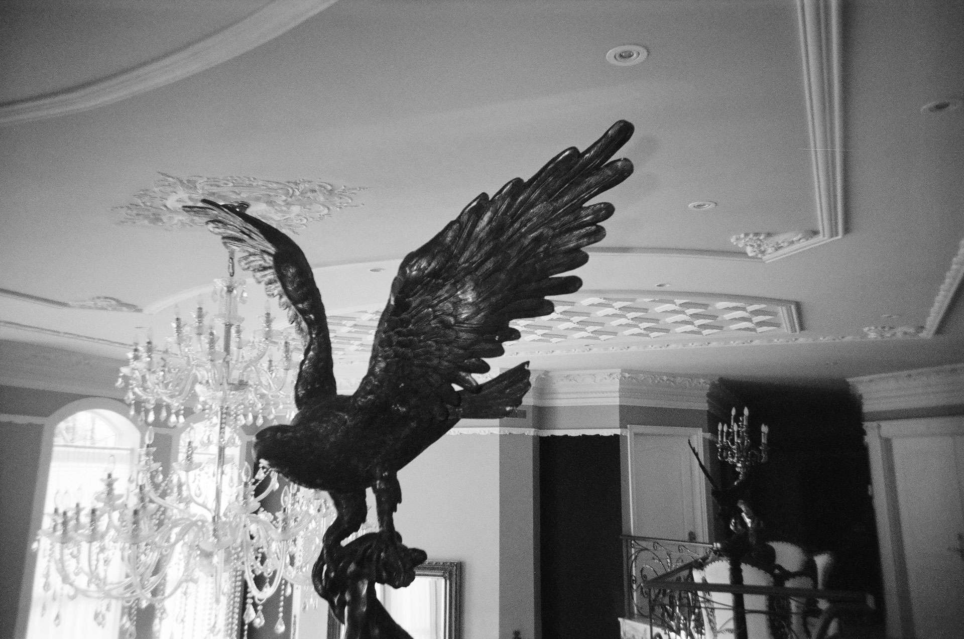 statue of an eagle taking flight in a luxurious villa for rapper Souldia music video Rouge Neige filmed by Les Gamins featuring Sinik, Seth Gueko and Rick Pagano