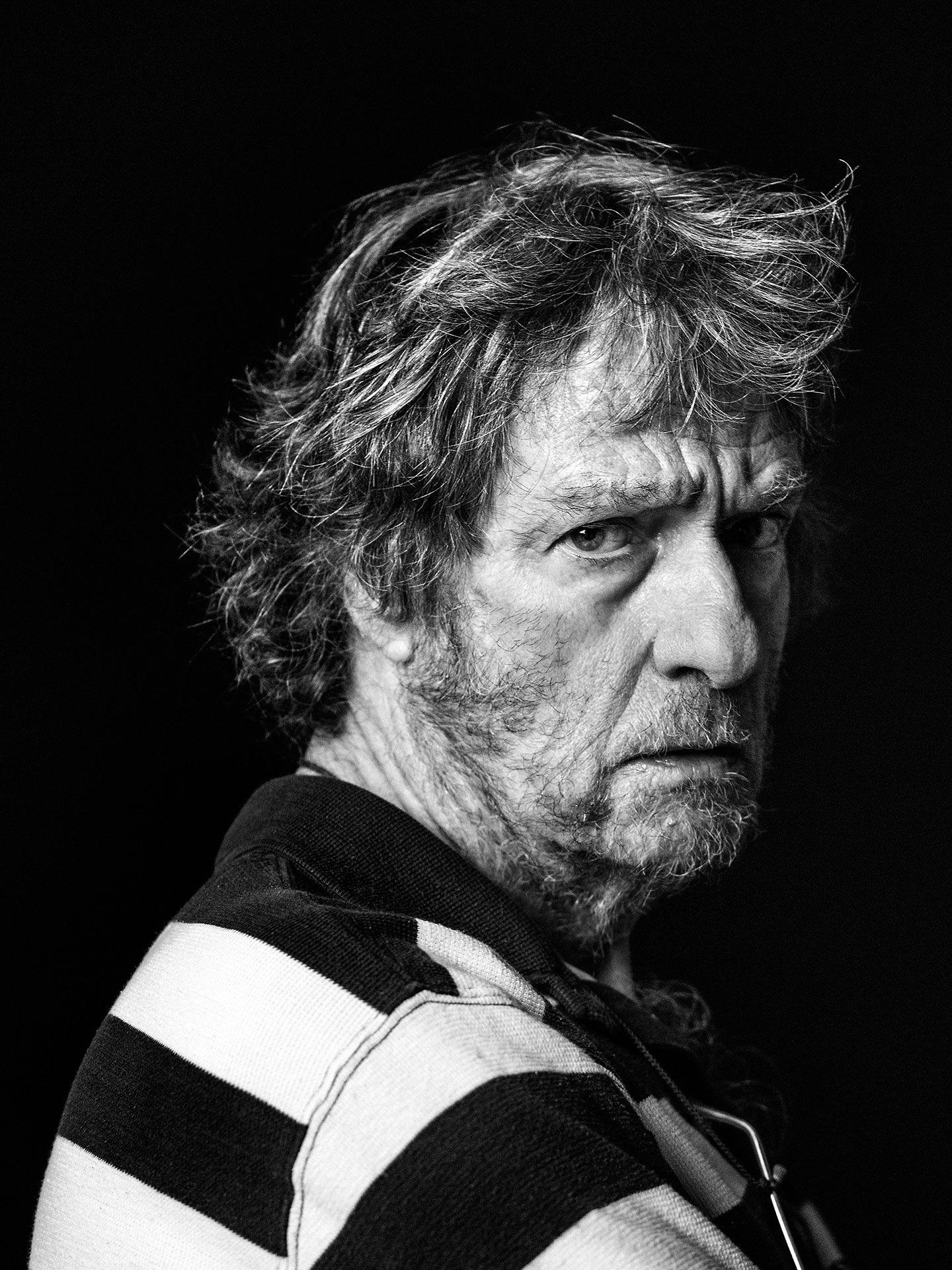 Portrait en noir et blanc de Plume Latraverse par Jocelyn Michel.