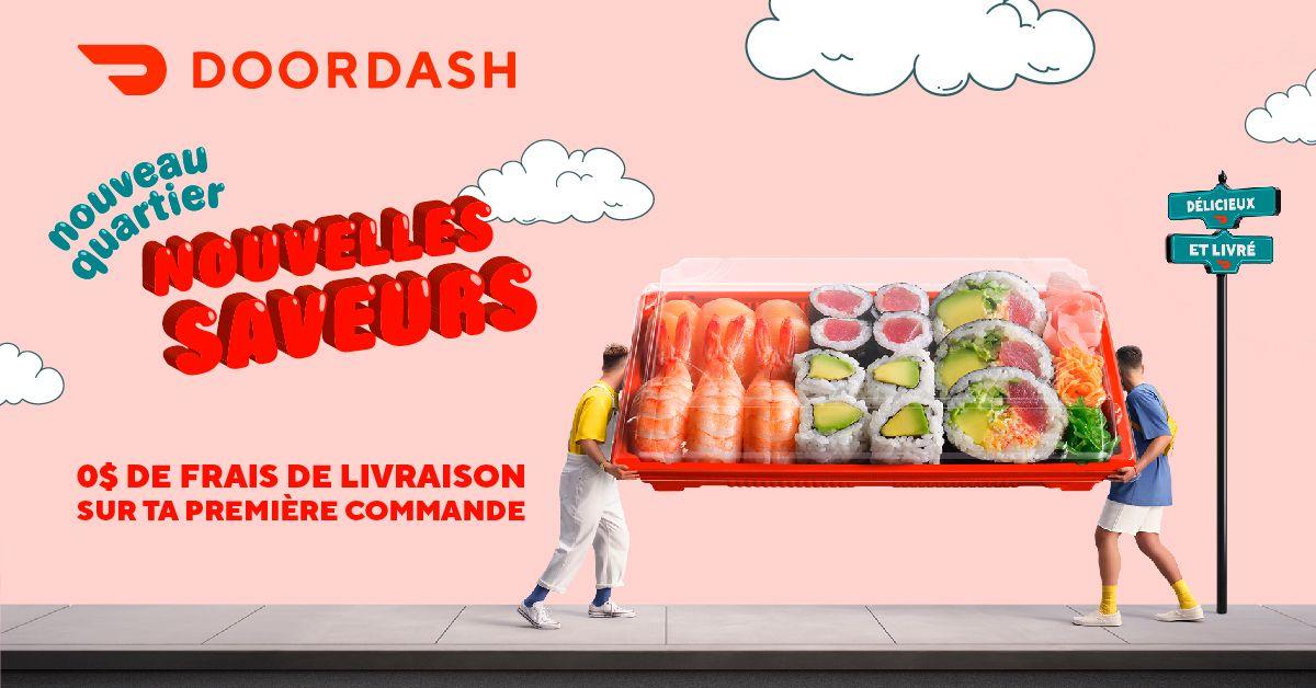 Deux jeunes gens stylés déplacent une boîte de sushis de la taille d'un canapé. L'arrière-plan est un ciel rose illustré avec des nuages dessinés et un design graphique de livraison Doordash.
