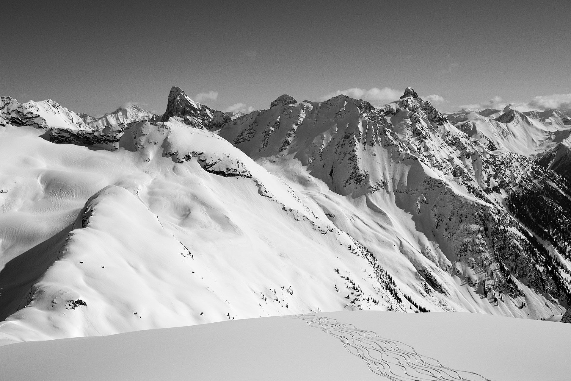 Slopes and curves in the Selkirks mountains hiking in group by Jocelyn Michel
