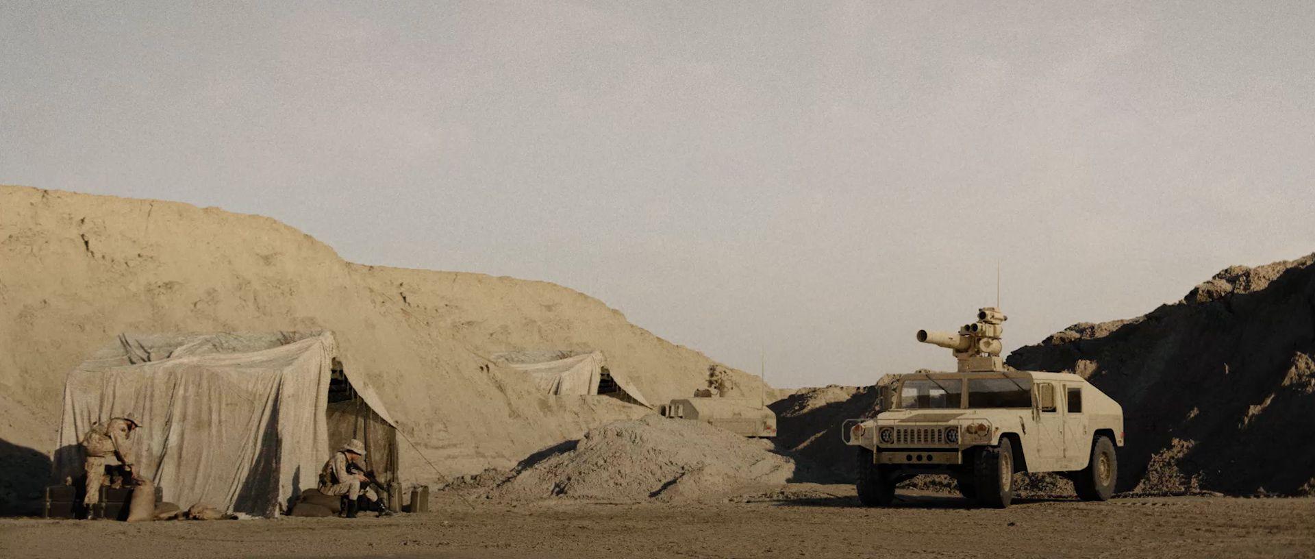 Camion et tente paysage désertique base militaire
