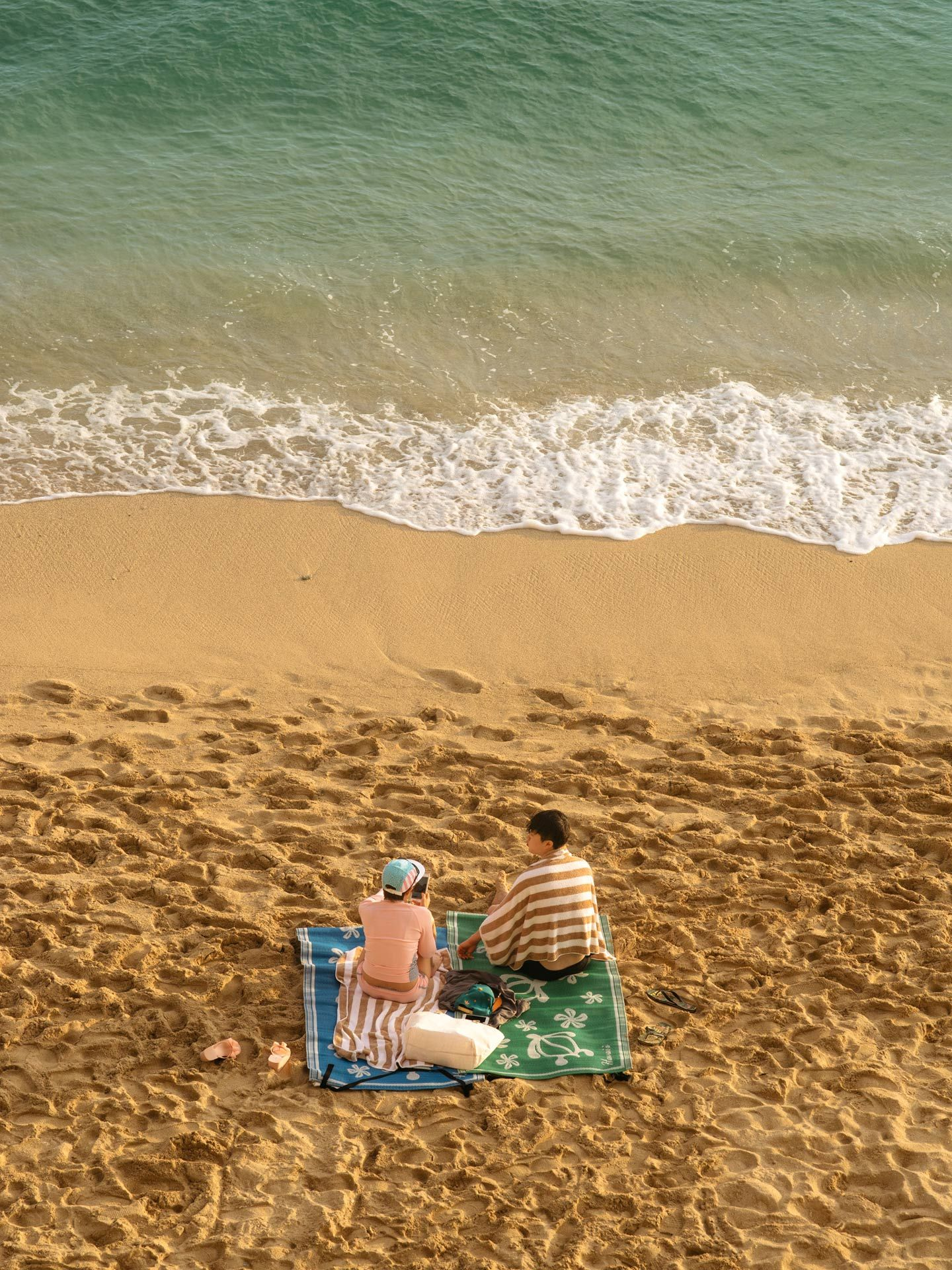 asian tourists on the beach by Alexi Hobbs in Hawaii for enRoute