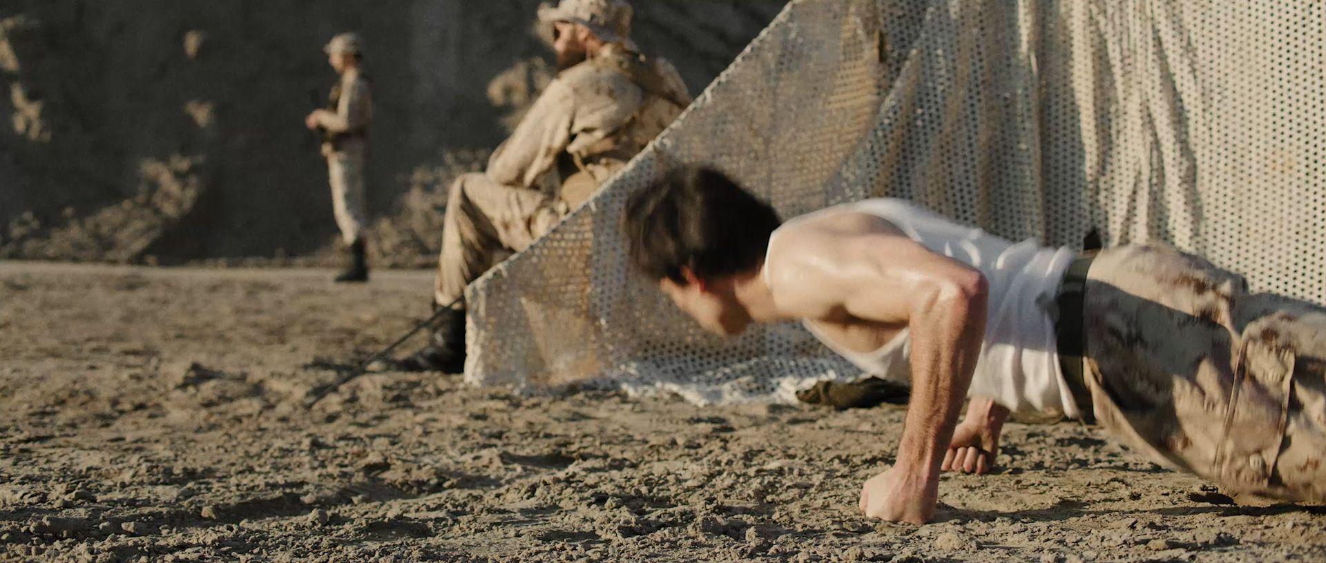 Militaire push up tente base militaire soldats
