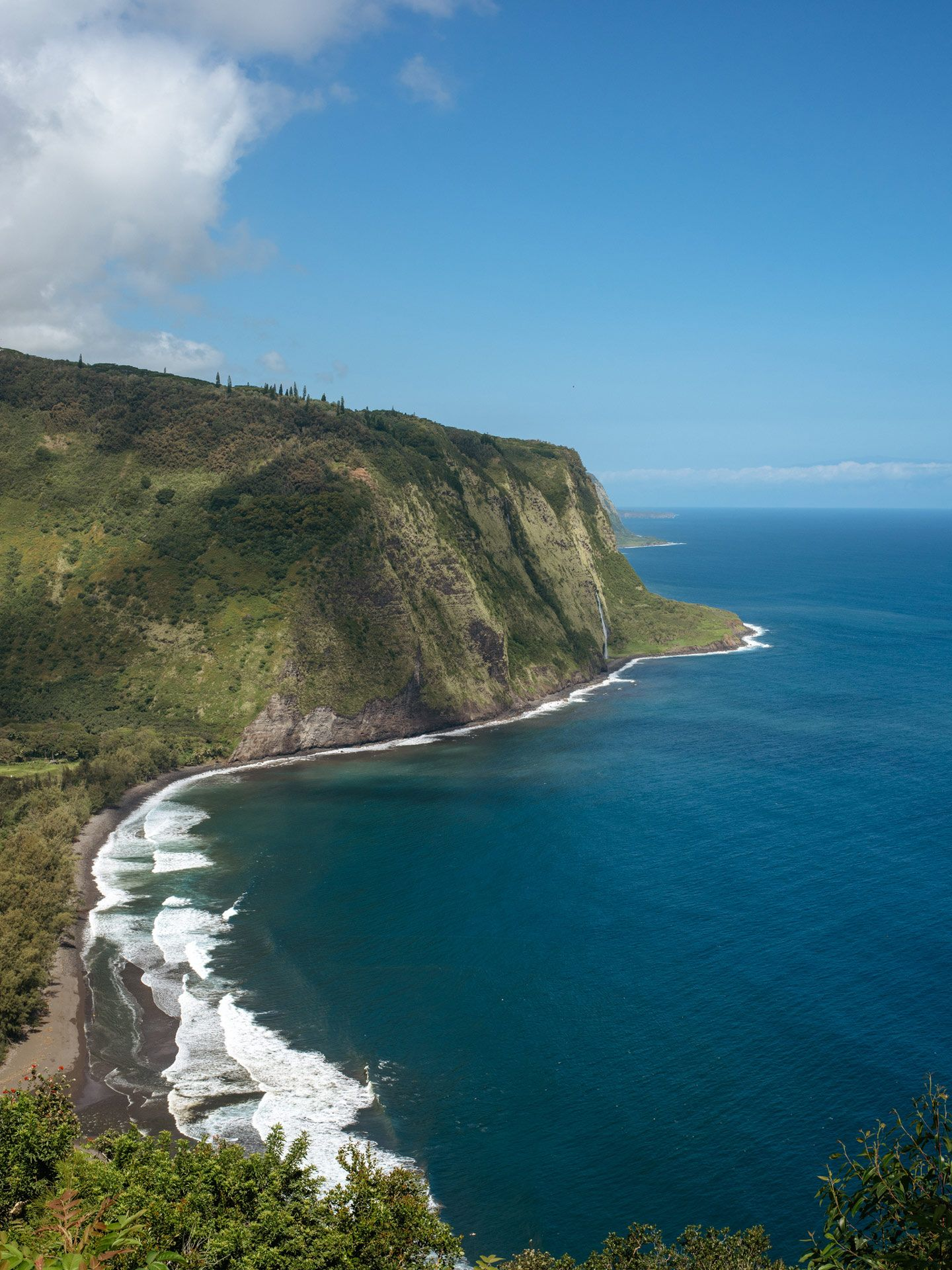 mountain side top view of Hawaii by Alexi Hobbs for enRoute