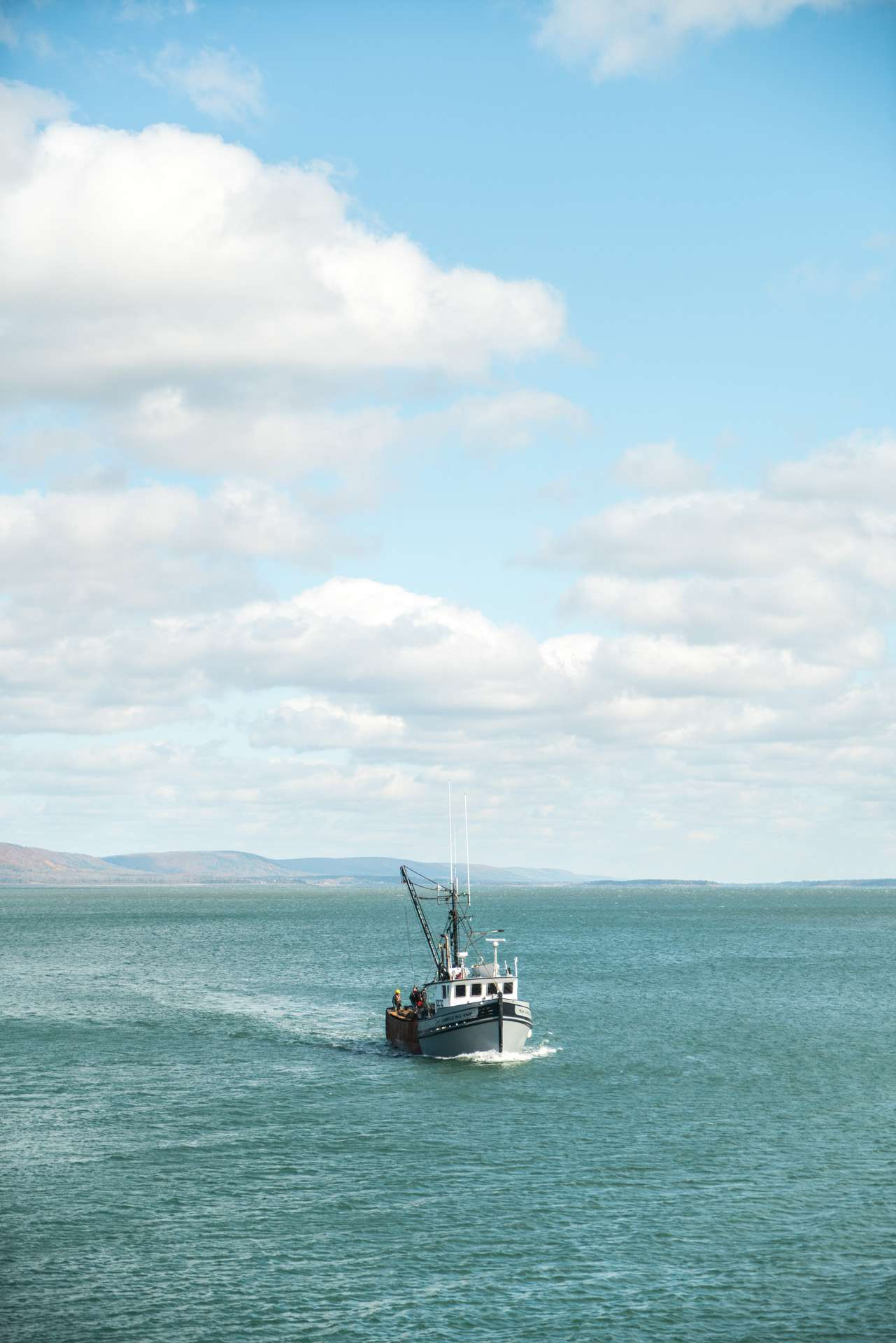 fishing boat in the ocean by Bruno Florin for Ricardo Magazine in Bay of Fundy