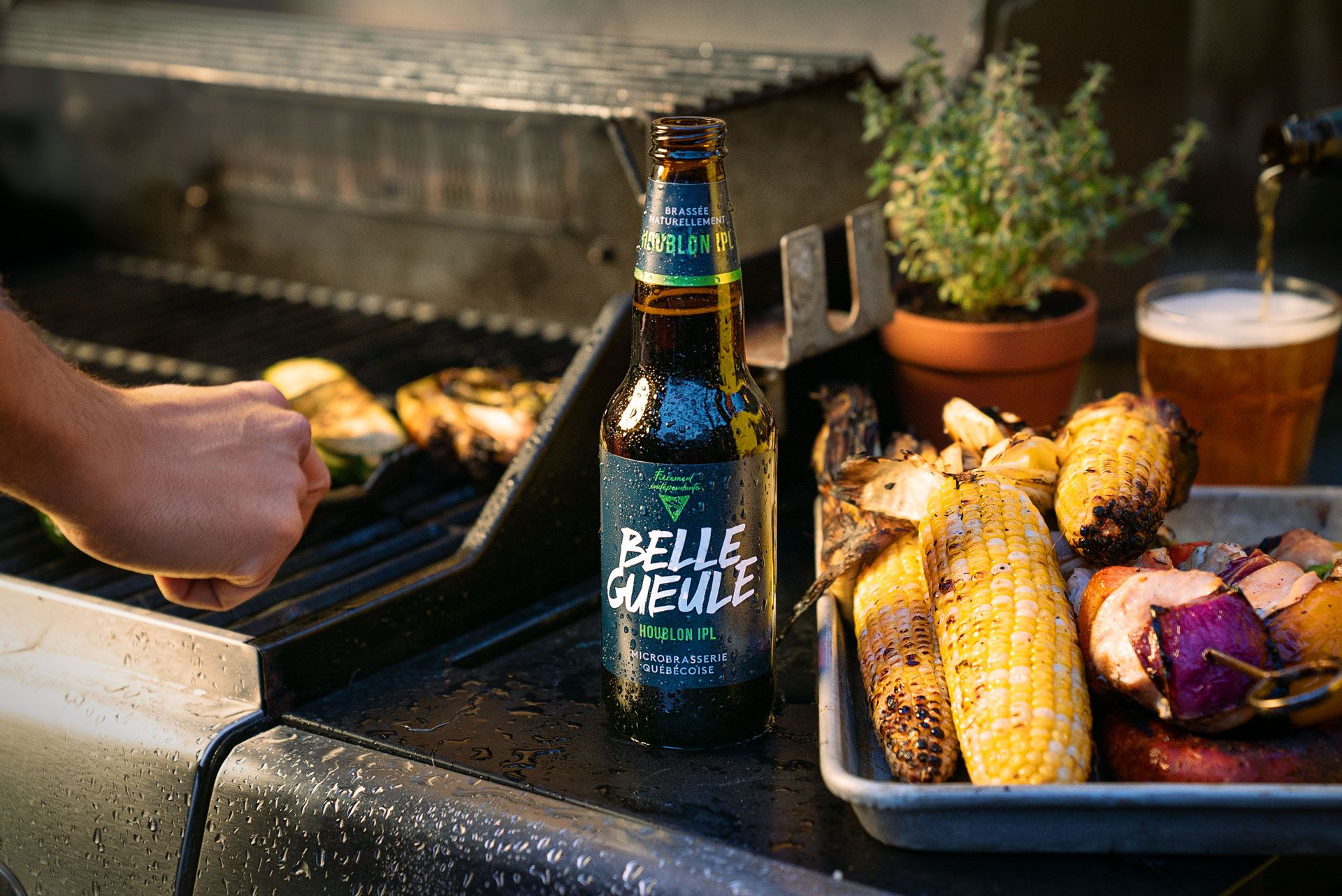 Belle Gueule's houblon IPL beer next to barbecue in the rain photographed by Bruno Florin for Belle Gueule with Forsman & Bodenfors