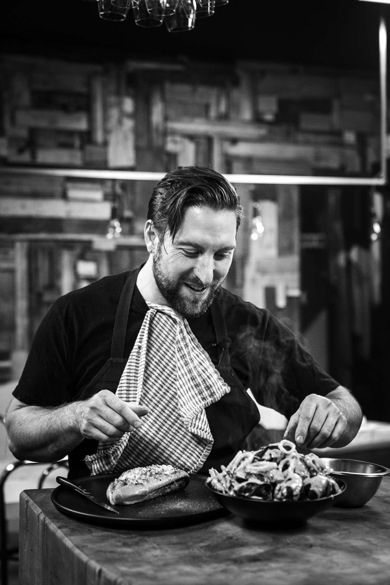 portrait noir et blanc du chef du restaurant Mile-Ex Gregory Paul par Bruno Florin