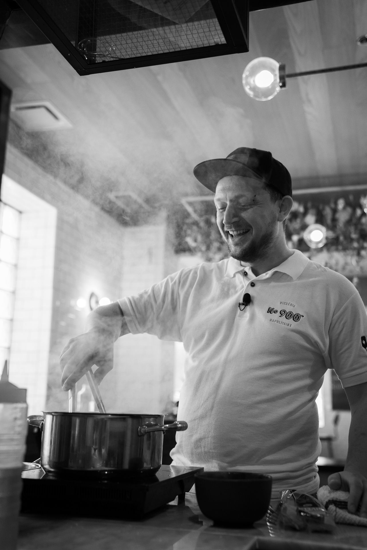 portrait of chef Mirko D'Agata owner of No 900n pizzerias cooking by Bruno Florin