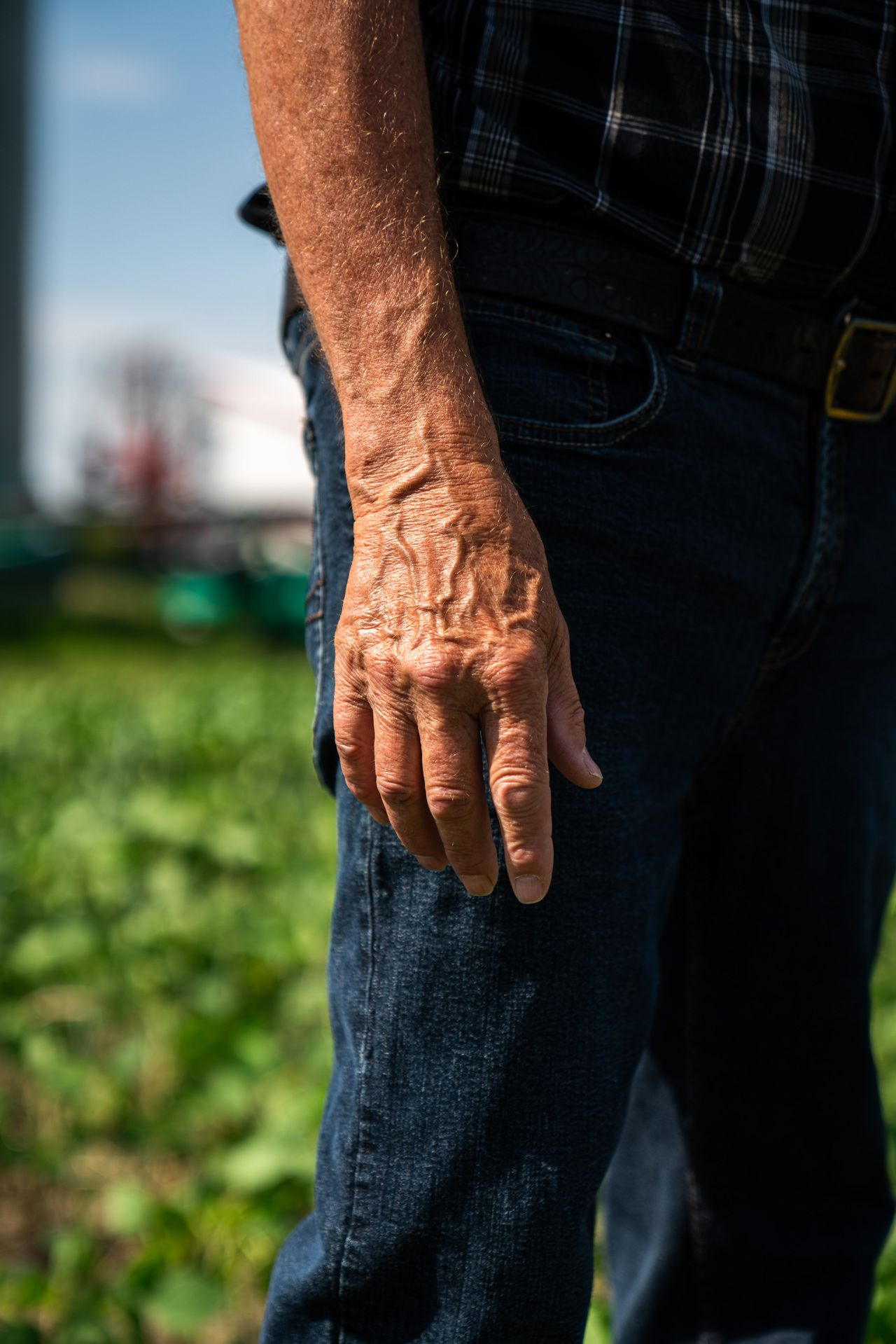 close up of an older man hand looking rough by Bruno Florin for Sollio Agriculture