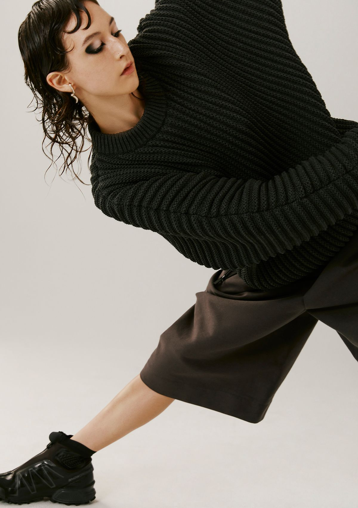 female model all dressed in black photographed by Kelly Jacob for Editorial for Contributor Magazine