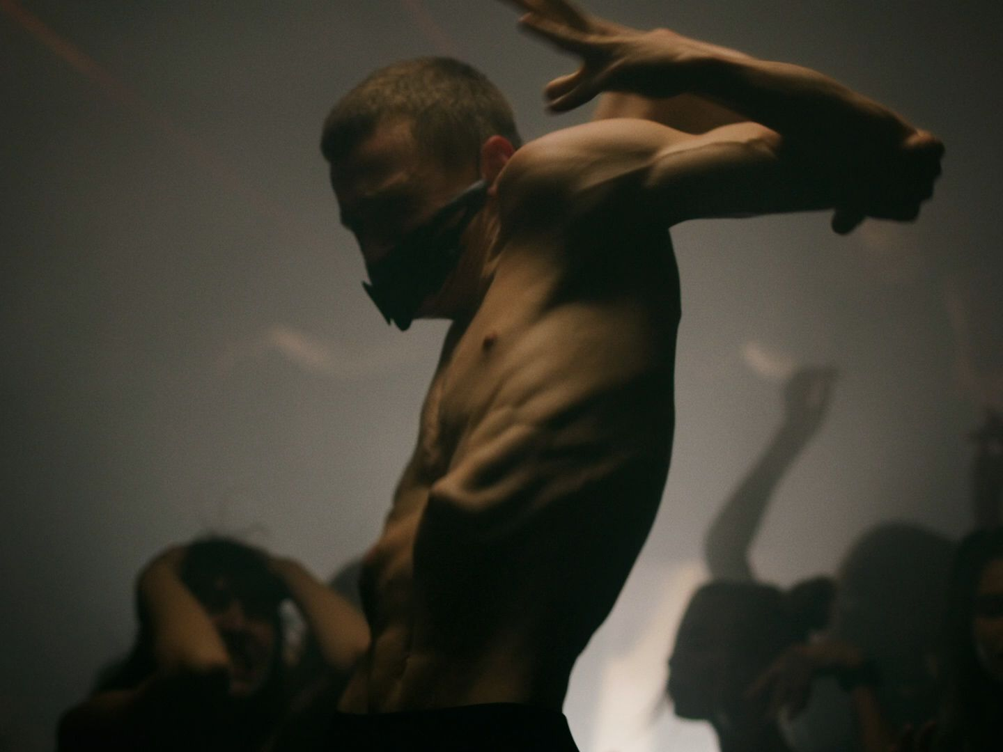 Contortionist dancing in a crowd in Apashe's videoclip Witch