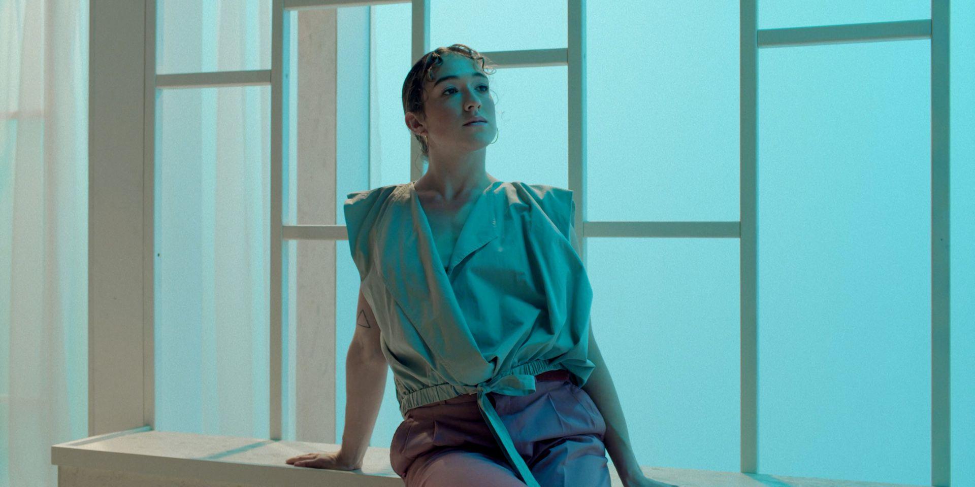 caucasian female dancer dressed in light green by Simon Duhamel for Feelings for Fabrikate