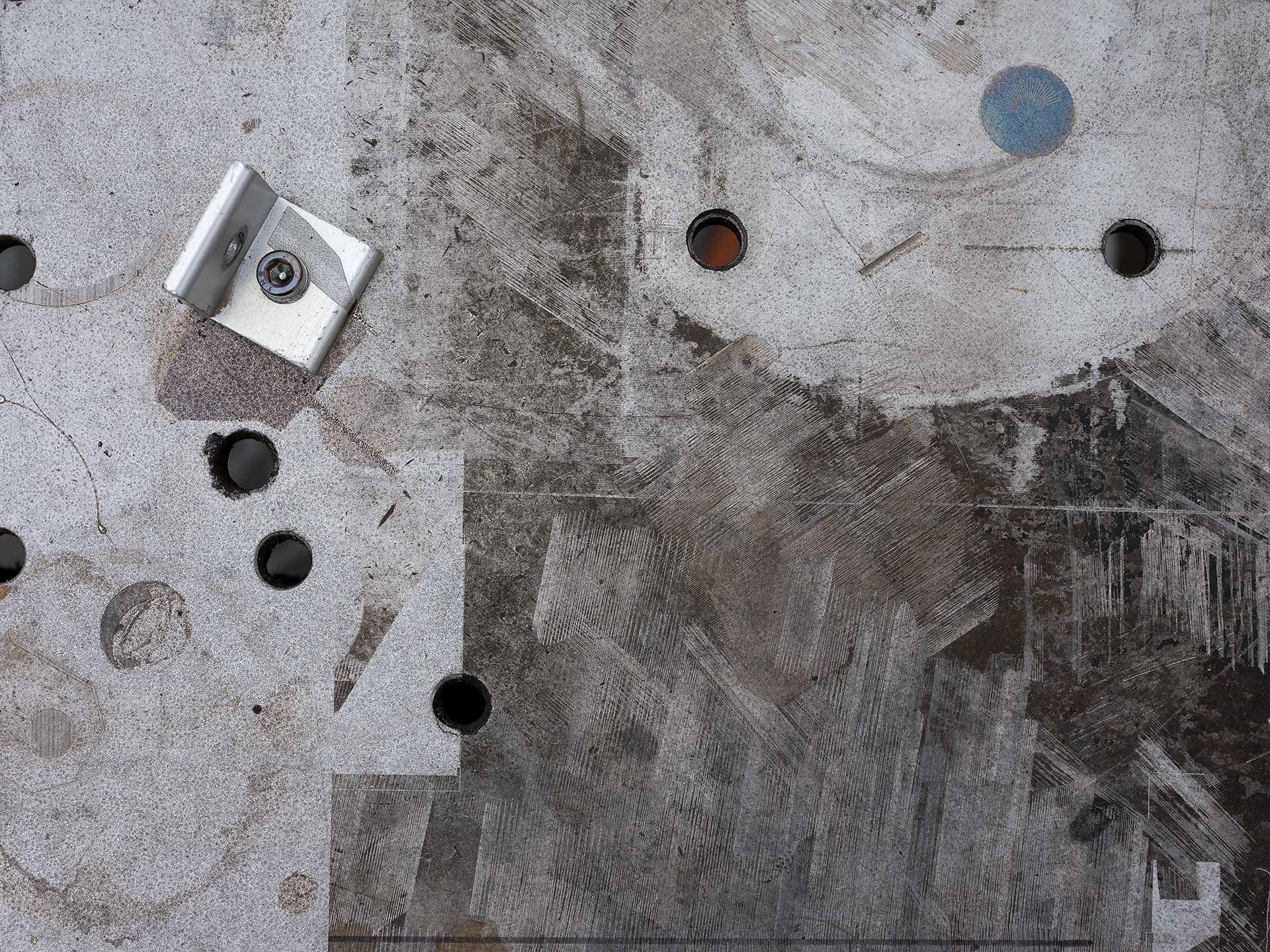 Contre-plongé de ciment sur lequel tests au laser ont été effectués.