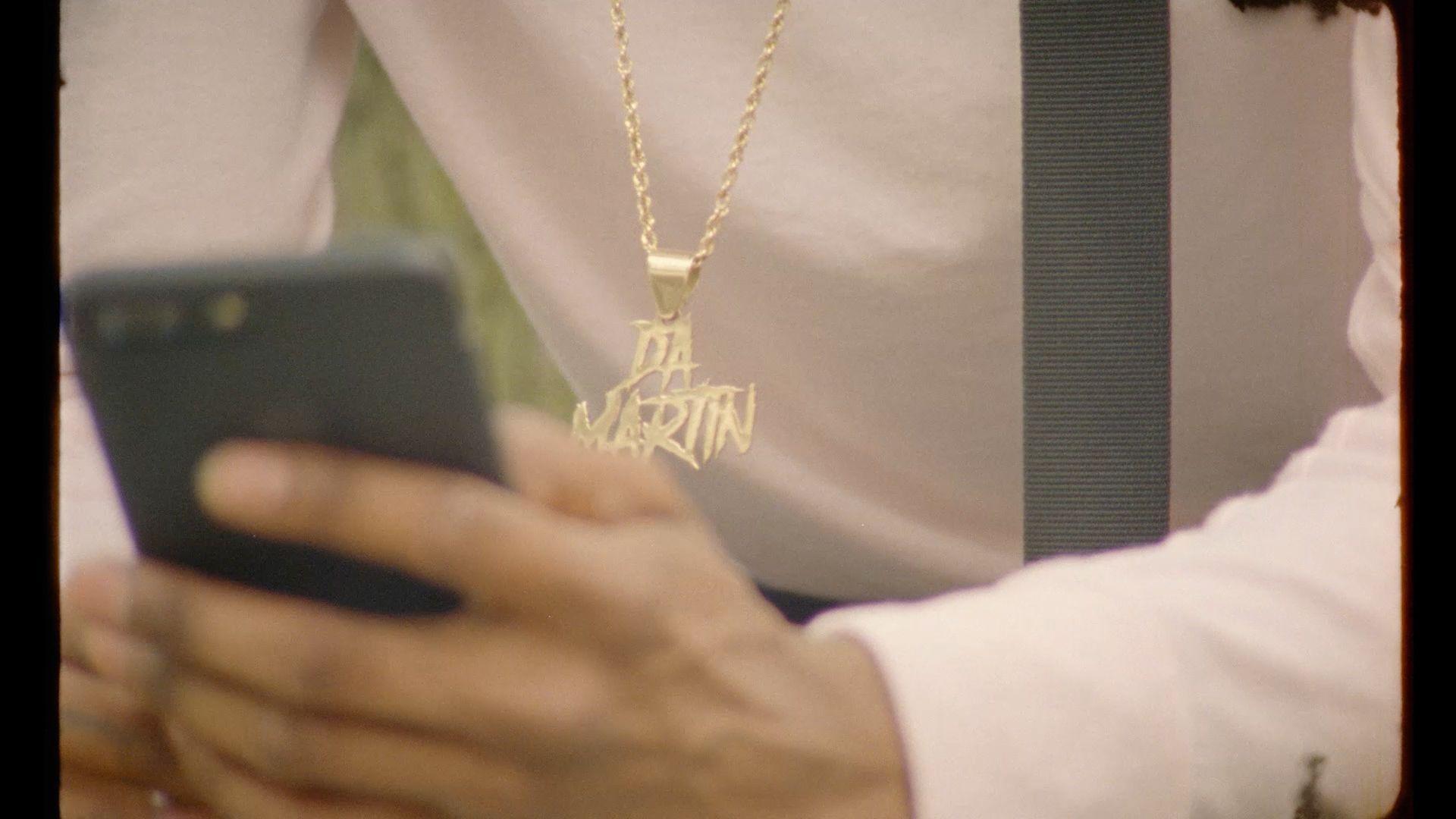 Nate Husser rap singer gold chain in video La Beatmakerie filmed by Les Gamins