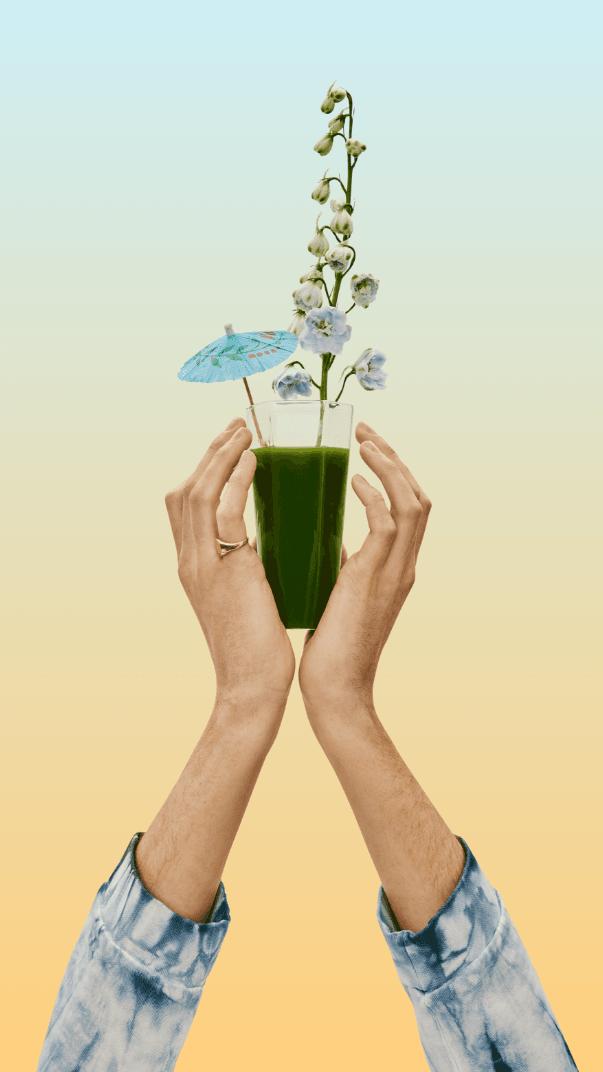 photo de mains qui tiennent un verre couleurs chaleureuses ivanhoe cambridge