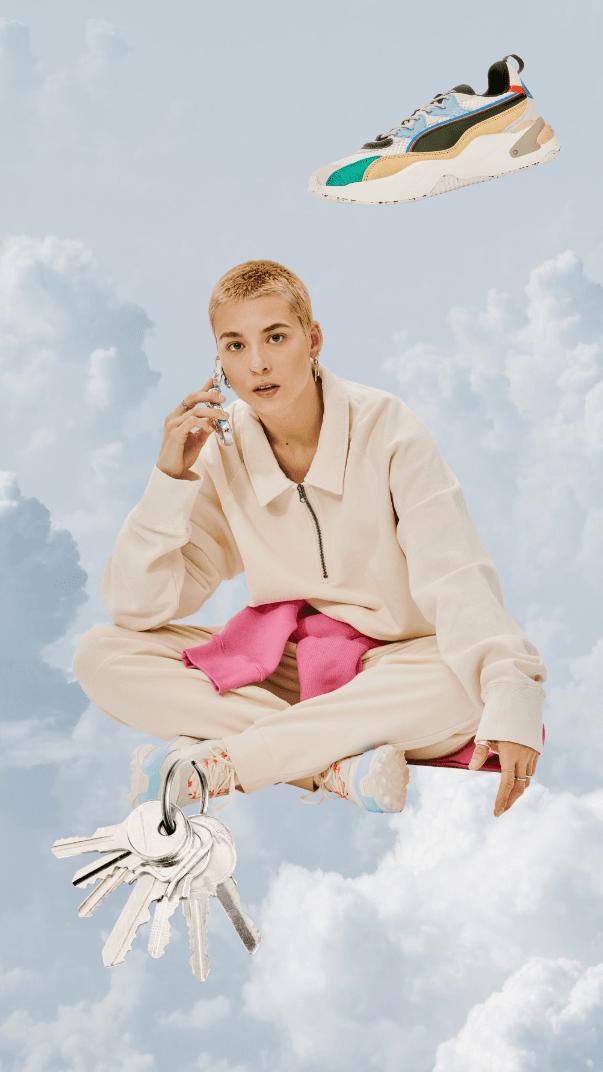 Photo de fille accroupie dans ciel avec clé et souliers ivanhoe cambdrige