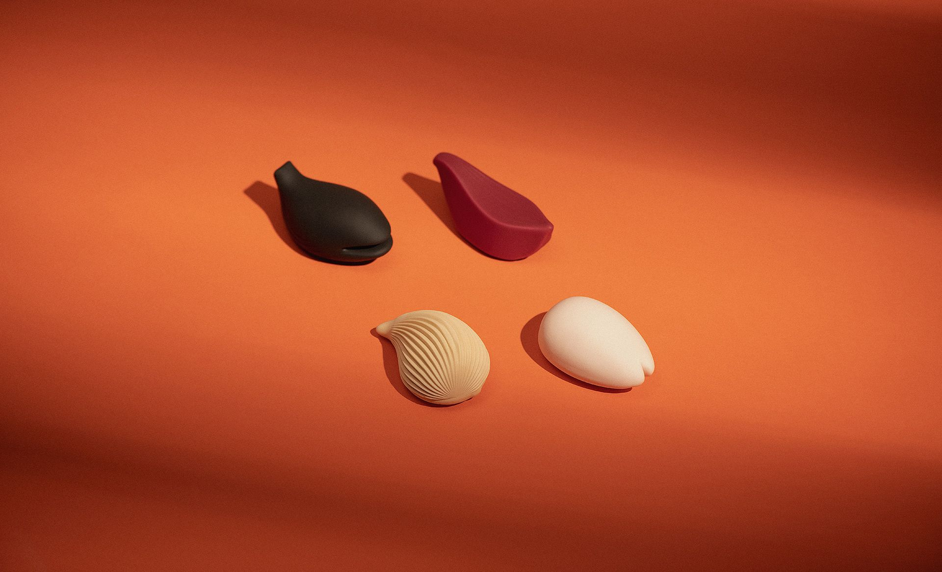 Iroha kushi Japon vibrateurs clitoridiens sur un fond orange.