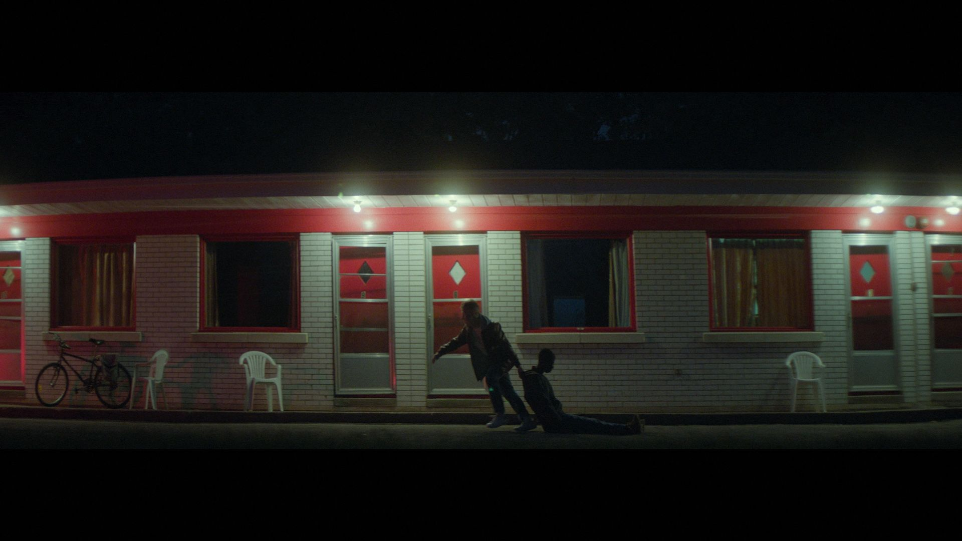 young blond man with wound on his head screaming in front of motel for music video of Karim Ouellet song Chapter 1 filmed by Les Gamins