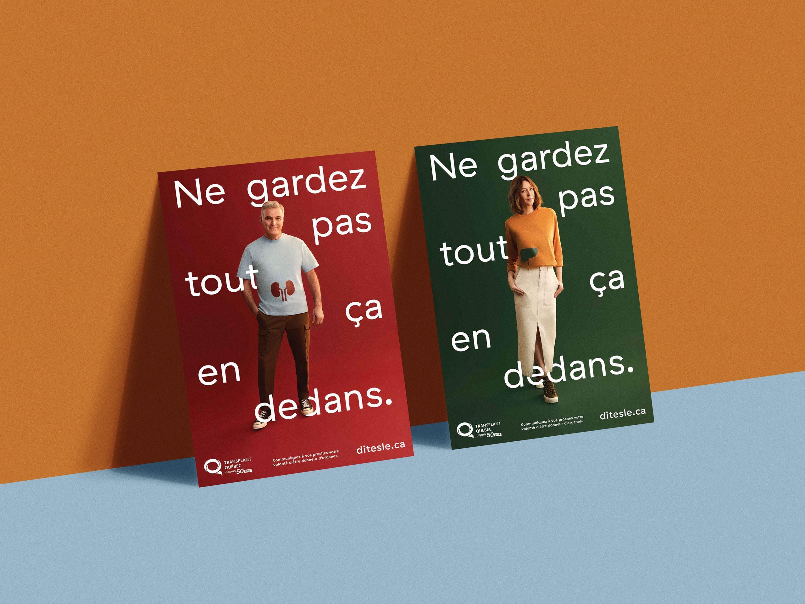 Image de deux affiches. Sur chaque affiche, on voit un mannequin portant une chemise sur laquelle est illustrée une organe vital. Le fond est orange et bleu pâle.