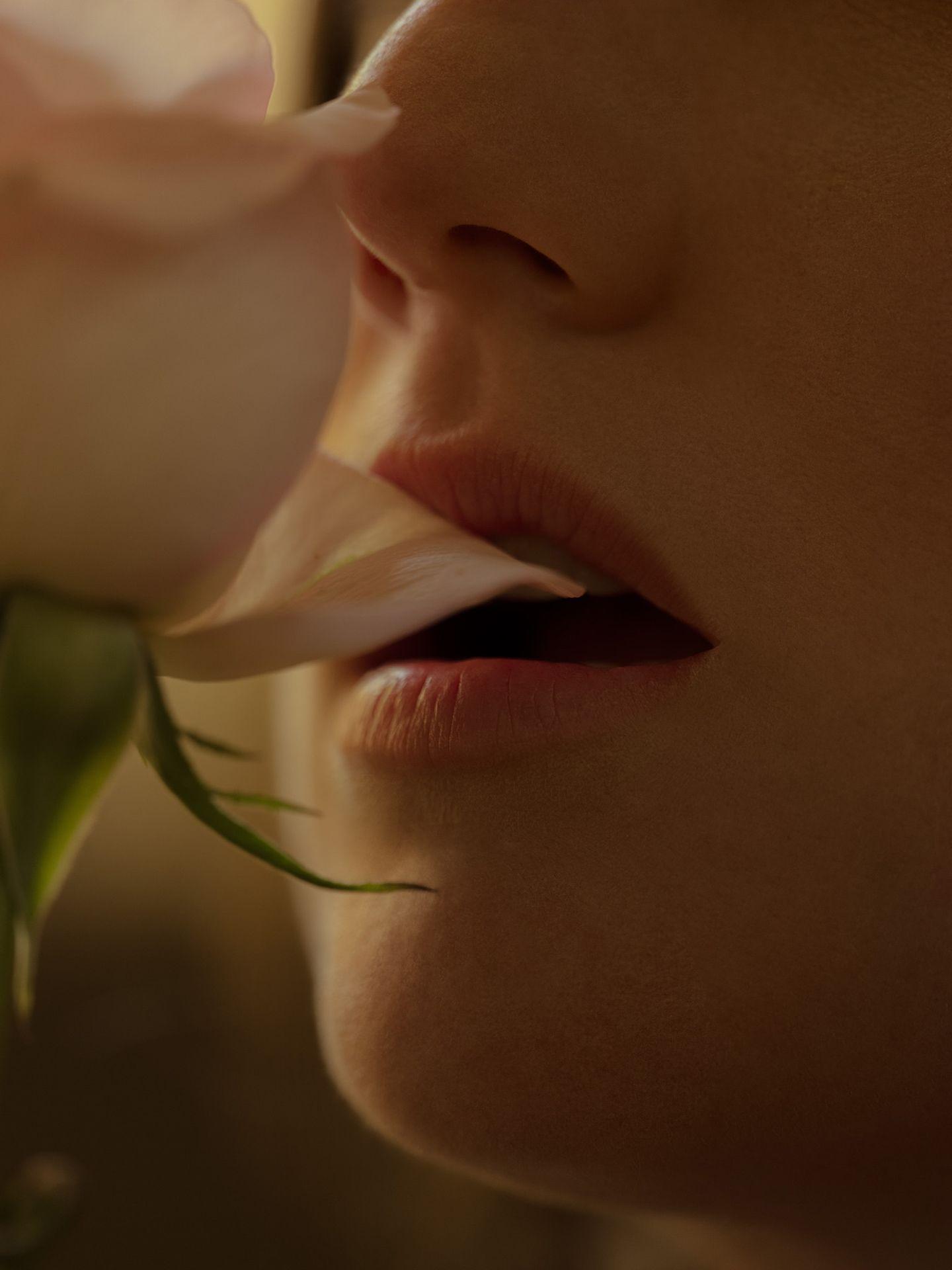 zoomed in portrait of singer Fanny Bloom rose petal between her lips for her album Liqueur by Maxyme G. Delisle
