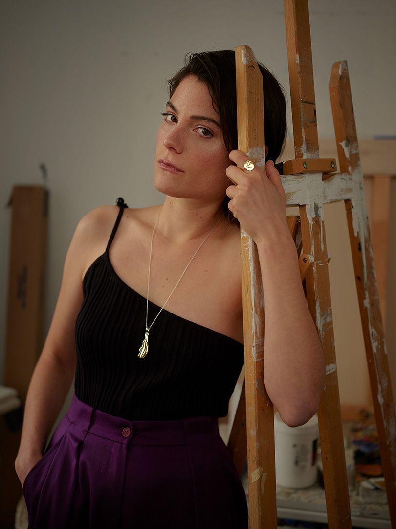 modèle portant un collier et une bague de la Collection Dada 2019 de Nina.Nanas par Maxyme G. Delisle