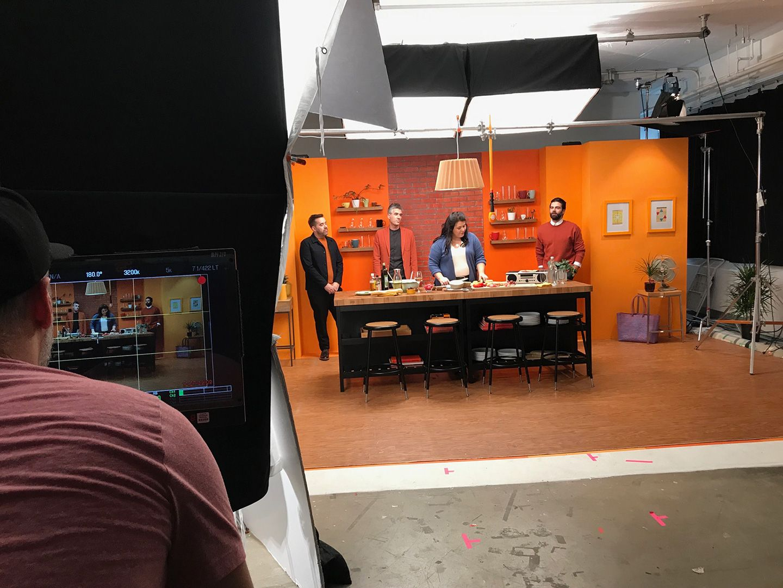 behind the scenes shot of Simon Duhamel's ICI Première photoshoot
