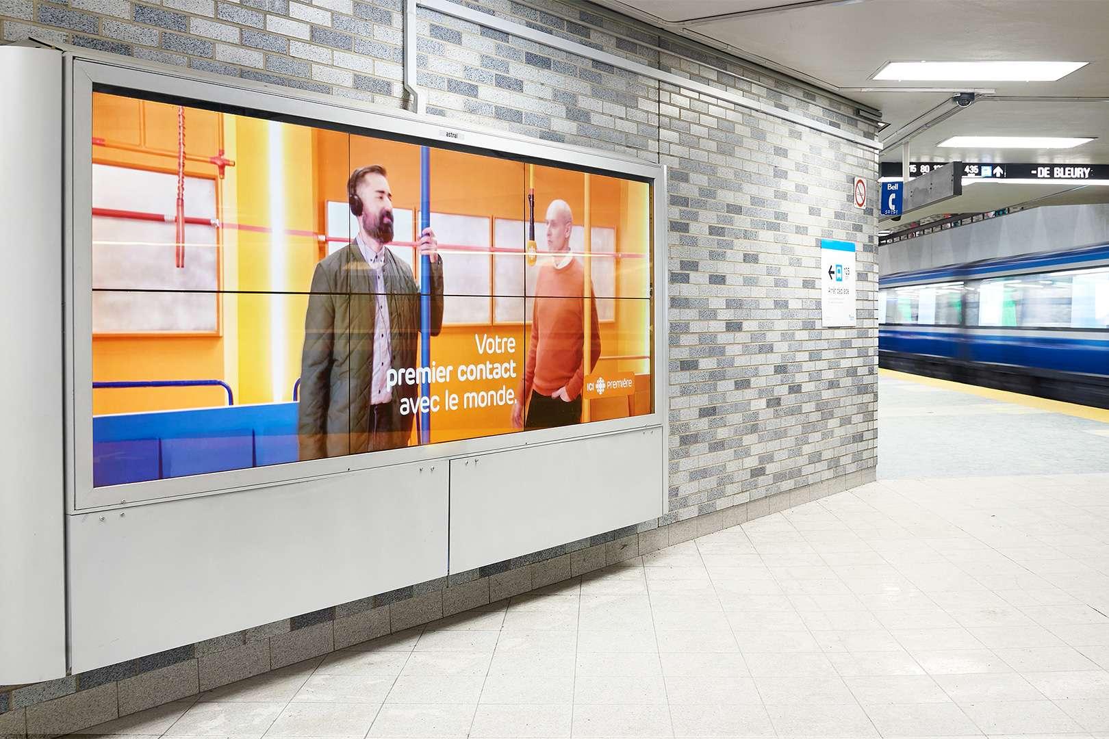 campagne d'affichage des publicités pour ICI Première par Simon Duhamel à la station Place-des-Arts