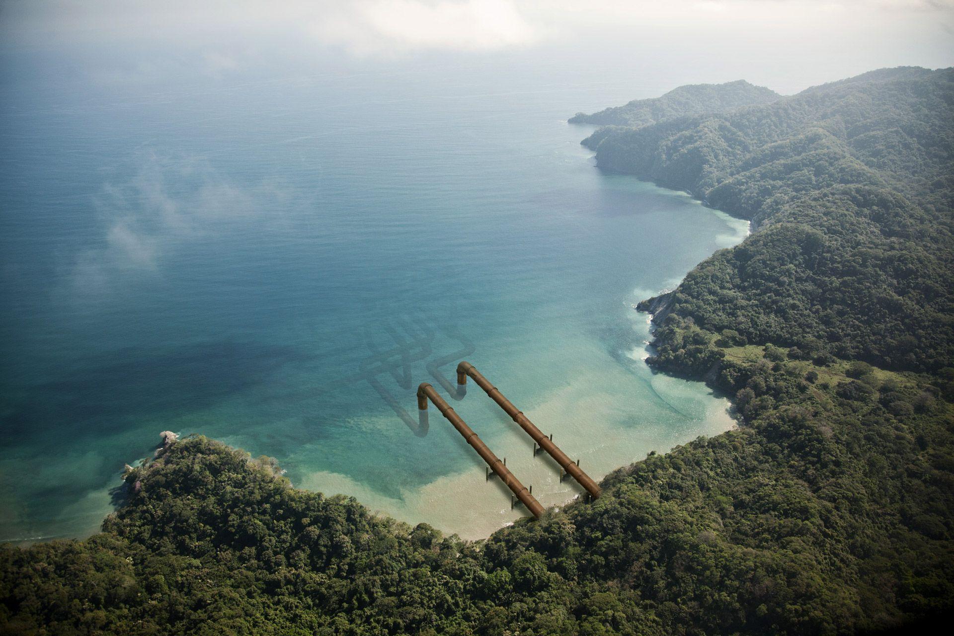 pipelines sortant d'une ile pour s'immerger dans l'océan par Simon Duhamel pour Pipeline
