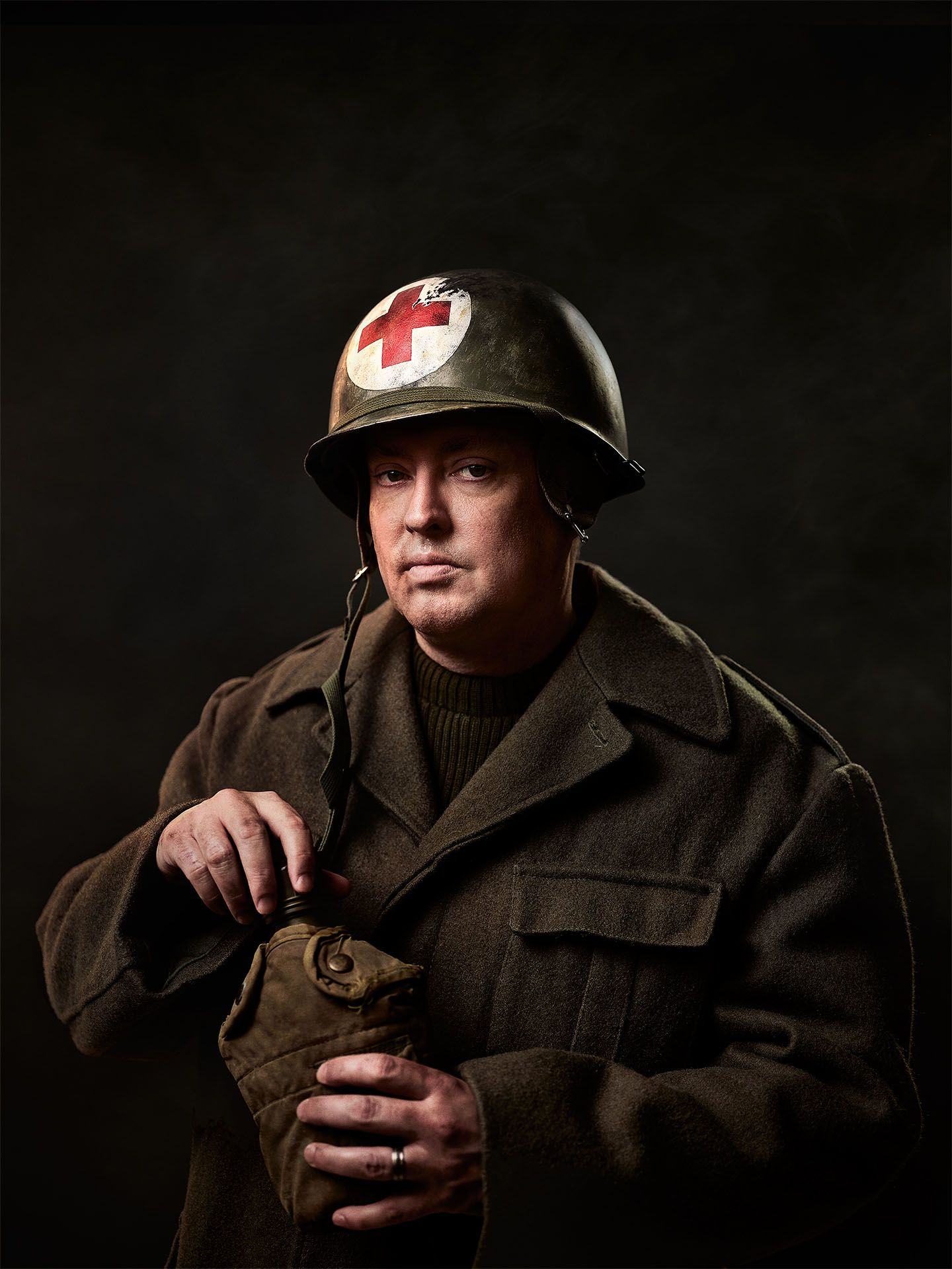portrait of Mike Ward dressed as a world war one soldier holding gourd by Jocelyn Michel for Voir