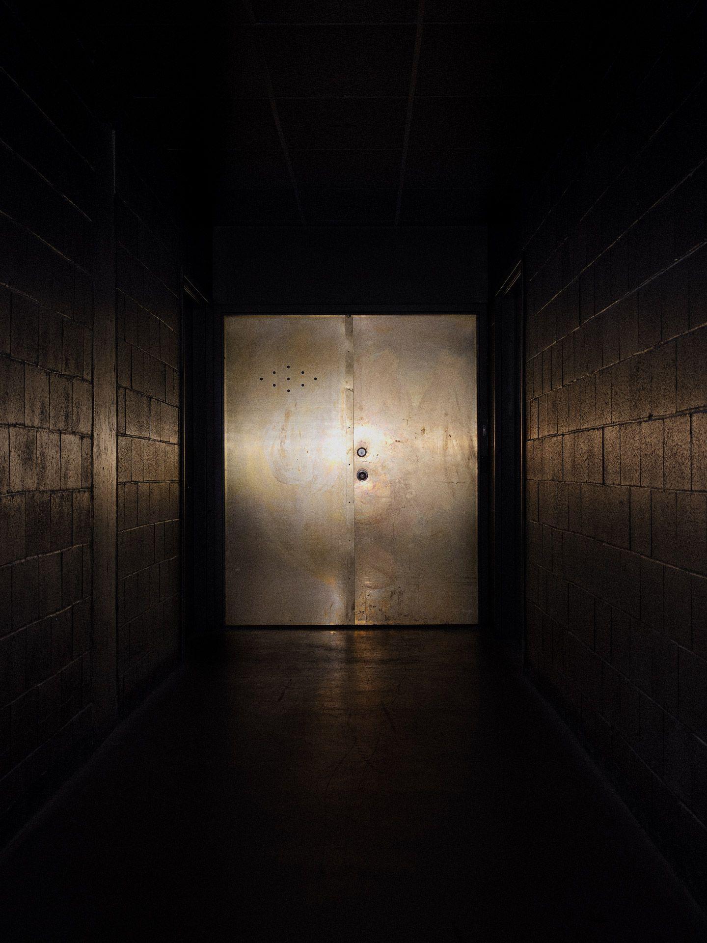 Consulat's golden doors