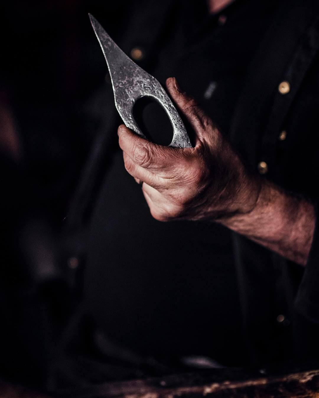 pretty hand weld axe